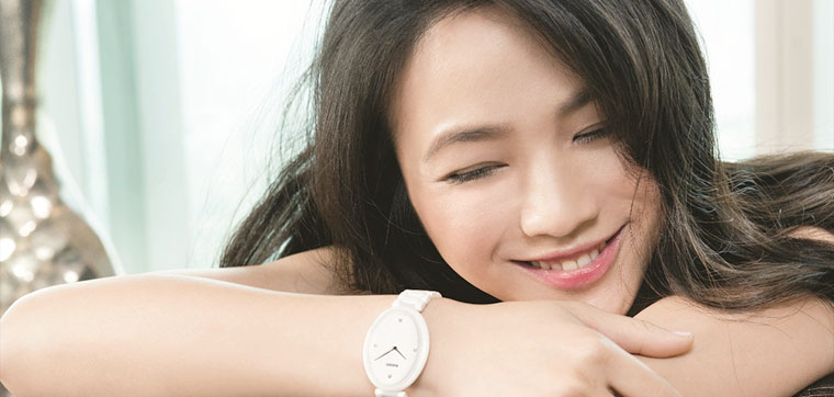l'actrice Tang Wei avec sa montre Rado Ceramic Esenza