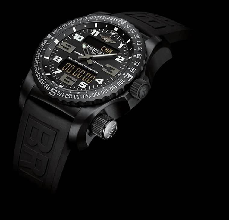 Breitling Emergency Night Mission vue de face avec bouton de secours