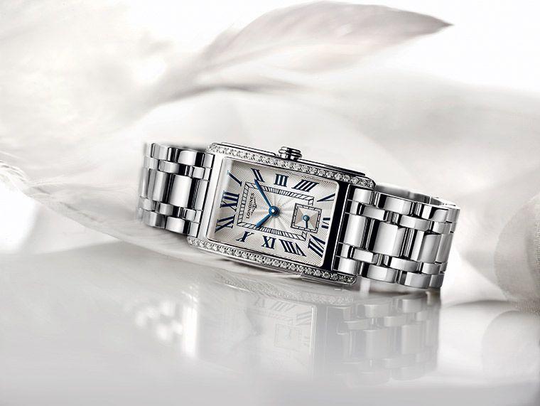 The Longines DolceVita vue couchée bracelet acier