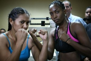 Dahiana Santana - Francia Bravo weigh-in