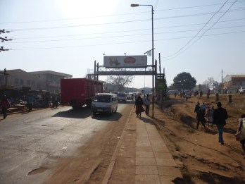 Aankomst Malawi local road