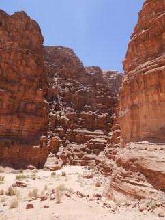 Rotsen 1750 meter hoog wadi rum
