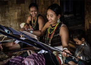 Karenni refugee women weavers