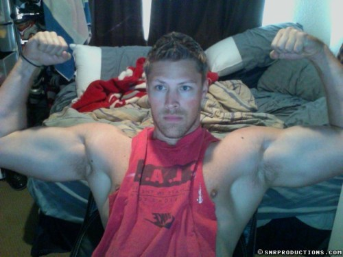 muscle-guys_flexing_naked