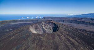 volcan08_du_piton_de_la_fournaise_vue_du_ciel_-_credit_irt_-_lionel_ghighi_dts_07_2017_0