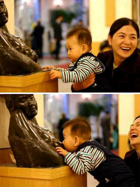 statue-breast-feed.jpg