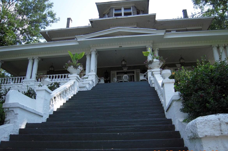 louaville_endless_staircase-2.jpg