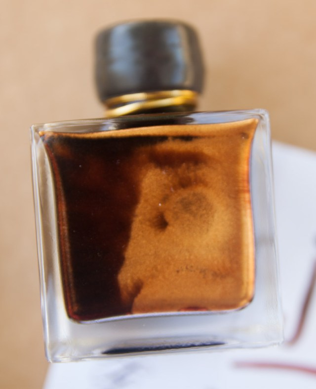 J. Herbin 1670 Caroube de Chypre gold particles in the bottle
