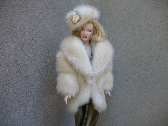 fur_coat_for_barbie_with_heat