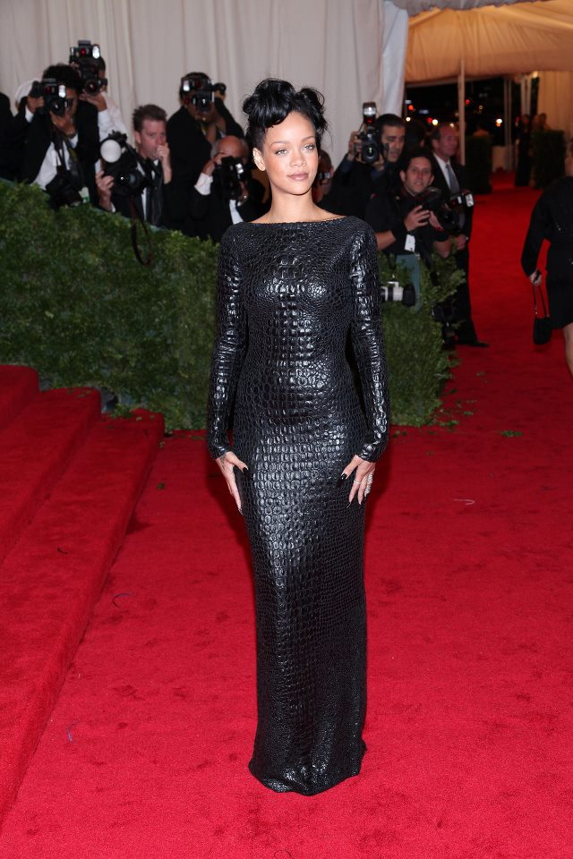 Rihanna_in_a_unbelievable_Tom_Ford_crocodile_dress