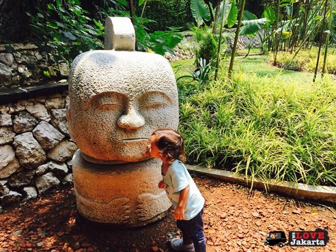welovejakarta_tasha May_Novotel Bogor_weekend getaway from Jakarta_statue Novotel Bogor