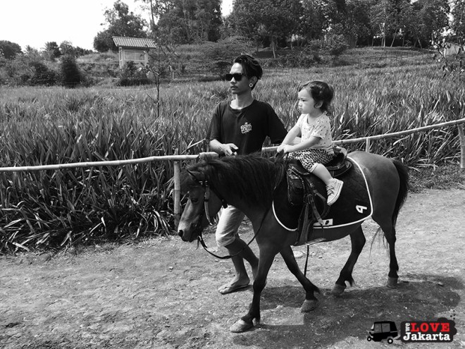Tasha May_We love jakarta_Kuntum Nurseries_horse riding