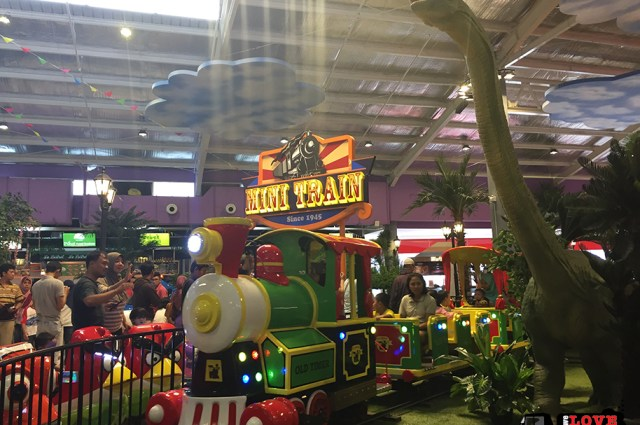 Tasha May_welovejakarta_KidCity Carrefour Transmart Cilandak_Jakarta with kids_Mini Train