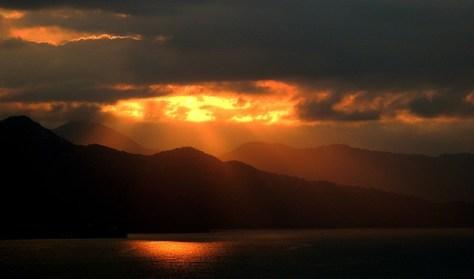 Wolkendecke öffnet sich bei der Befruchtung der göttlichen Jungfrau