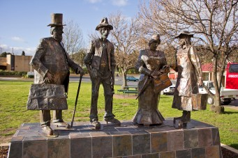 dad_and_dave_mum_and_mabel_statues_in_carberry_park_gundagai