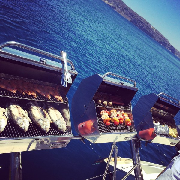 WHAT-TO-WHERE-SANTORINI-BBQ
