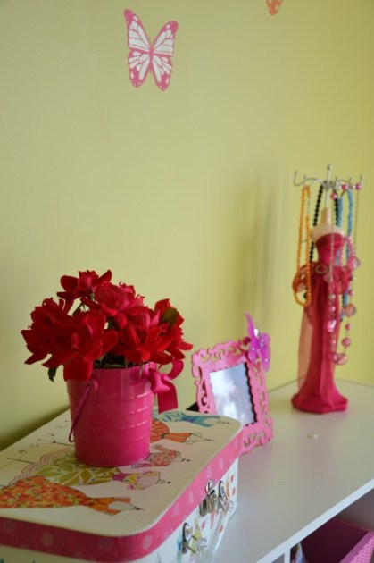 decorating with flowers, Flower Power, simple floral centerpieces