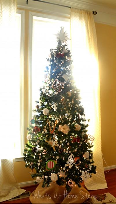 Whats Ur Home Story: handmade Christmas decorations, simple Christmas tree, natural decor Christmas, white and red Christmas tree
