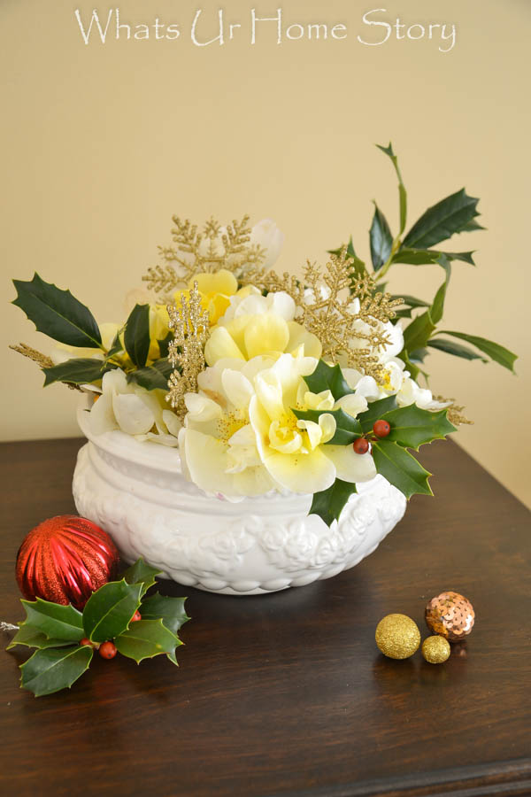 Easy Holiday Flower Arrangement