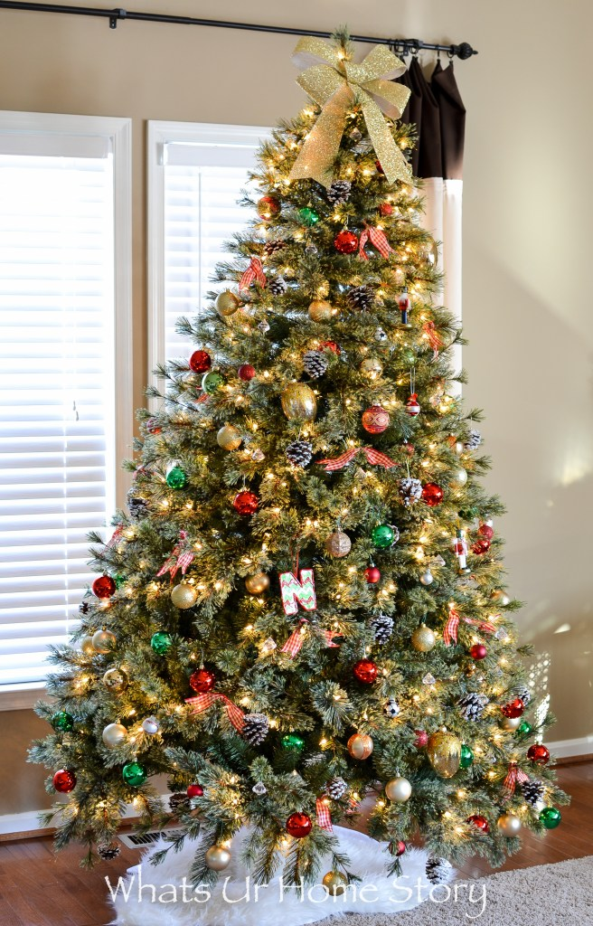 Christmas Tree with a bow tree topper