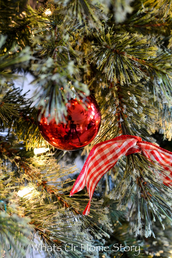 Christmas tree with ornaments and gingham bows