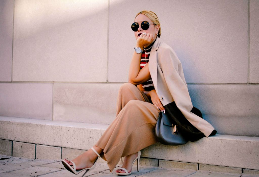 blogger-vanessa-lambert-of-what-would-v-wear-wearing-pre-fall-2016-clothing-beige-palozzo-pants-and-coat_6