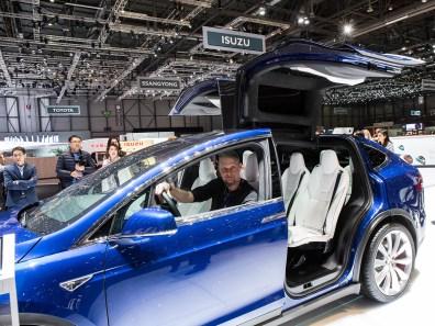 Top: Tesla Model X Tesla ist einfach anders. Ich bin gespannt wie der neue Tesla Model X mit seinen gewaltigen hinteren Flügeltüren bei der Schweizer Kundschaft ankommt.