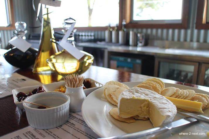 3682-Cheese-platter-and-wine-tasting-at-Two-Figs-Winery-DPI-3682