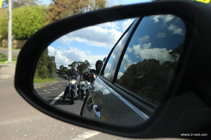 4008-A-view-of-the-riders-through-rear-view-mirror-DPI-4008