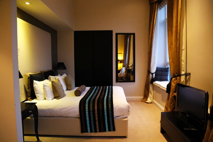 Edinburgh accommodation, Fraser Suites bedroom