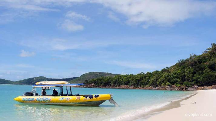 0132-Ocean-Rafting-at-Airlie-Beach-in-the-Whitsundays-DPI-0132