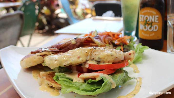 7236-Food-at-the-Fat-Frog-Beach-Café-at-Airlie-Beach-in-the-Whitsundays-7236