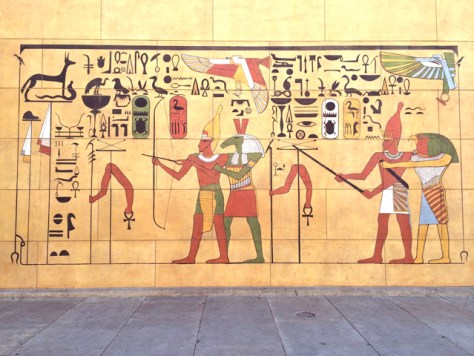 Courtyard murals of hollywood 39 s egyptian theater where for Egyptian mural art