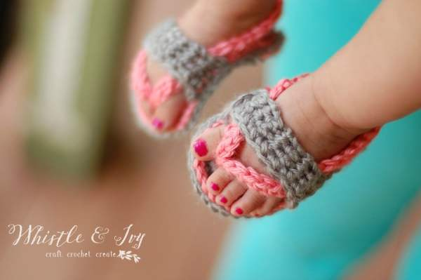 Free Crochet Pattern - Get the pattern for these sweet baby strap flip flops, adorable for any occasion. {Pattern by Whistle and Ivy}