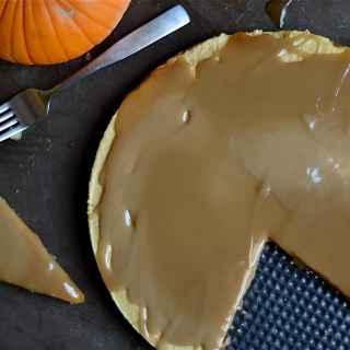 paleo-pumpkin-cheeseake-with-salted-caramel