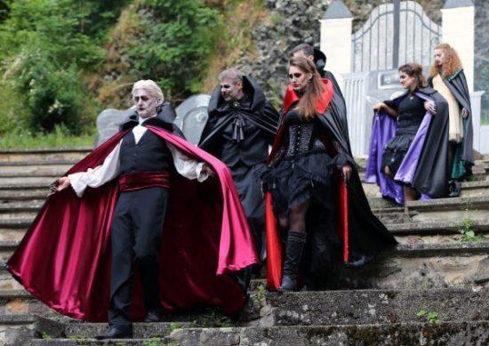 """""""Nachbarn mit Biss"""" – die Vampire kommen zurück!"""