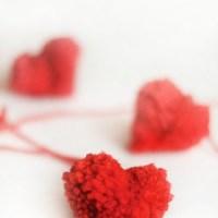 How to make heart-shaped pom-poms