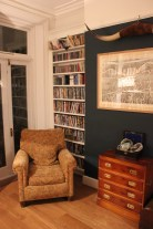 fitted bookshelf wich chaire