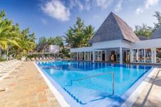 4_Coral_Le_Morne_Mauritius_windsurf_kitesurf_Luxury_Hotel_pool1_800x534