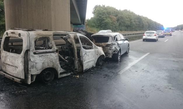 Zwei Fahrzeuge brennen auf der A 63 bei Nieder-Olm