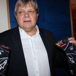 Das sind sie, die Handschuhe von Sebastian Vettel.
