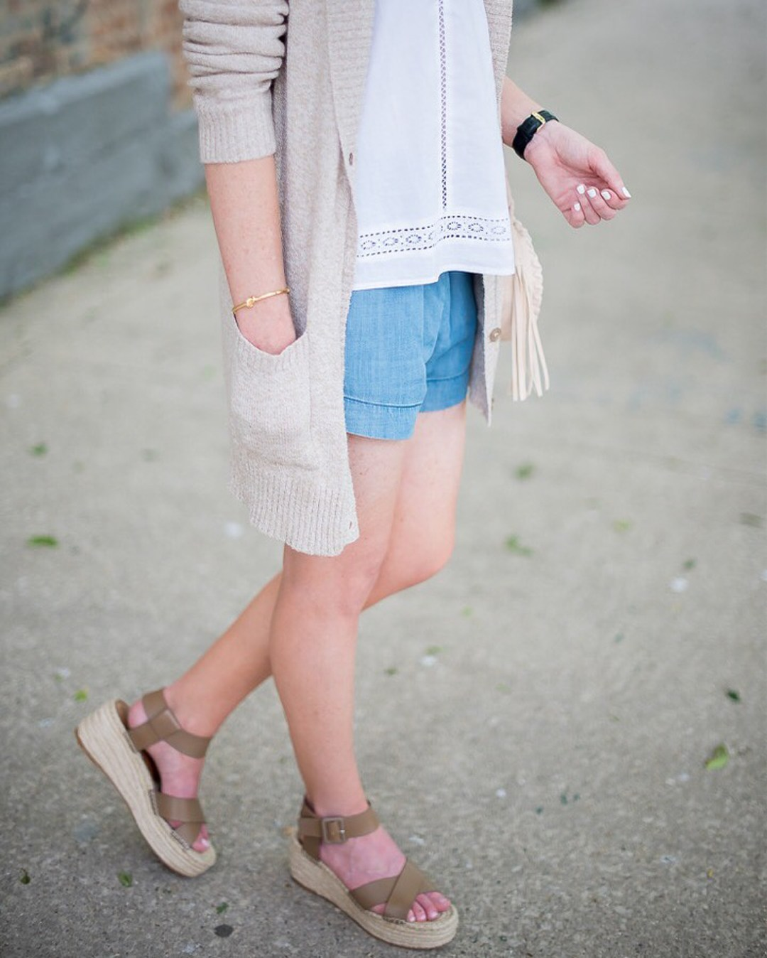casual-summer-layers-who-what-wear-chambray-shorts-old-navy-eyelet-top-sole-society-flatforms