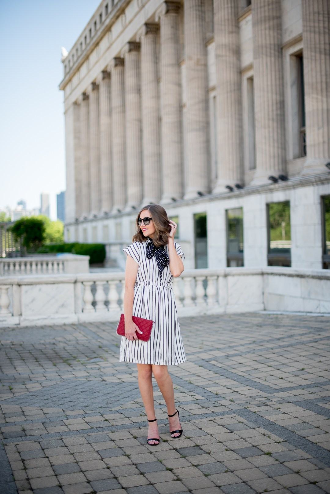 print-minxing-choies-white-and-black-striped-dress-forever-21-red-quilted-chain-clutch-black-strappy-heels-chicago-field-museum