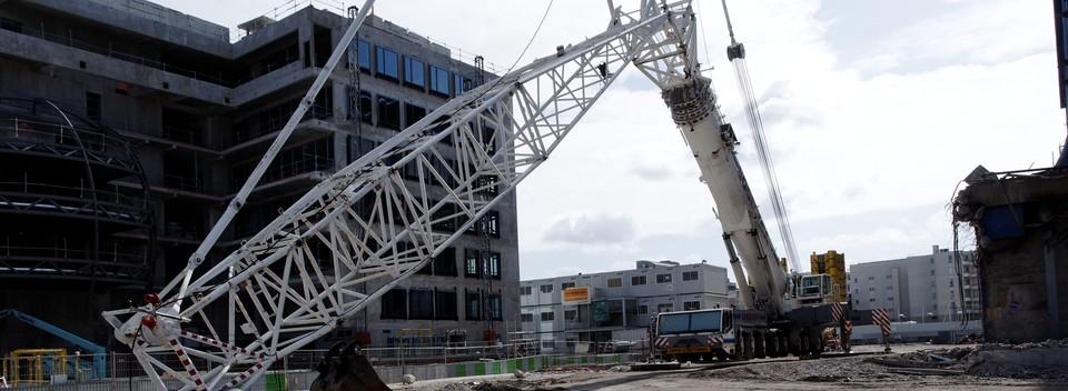 construction_site_construction_equipment_backhoe-e1422544107658