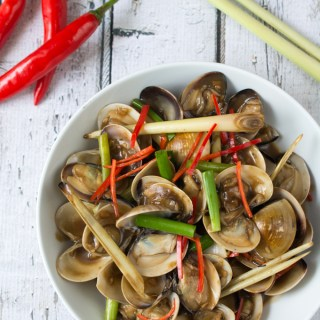 Asian Stir-Fried Clams is a simple but flavorful dish. The combination of these common Chinese-cooking ingredients really elevate the flavor of this wonderful shellfish.