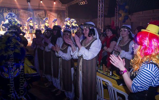 Spalier stehen die Gäste bei der Gala-Sitzung im Februar 2014 im Festzelt. Foto: A. Hasenkamp, Fotograf in Münster.