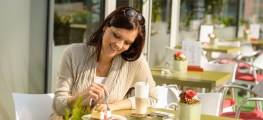 woman eating out alone