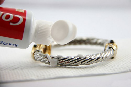 Bizarre Uses of Toothpaste To Polish Silver