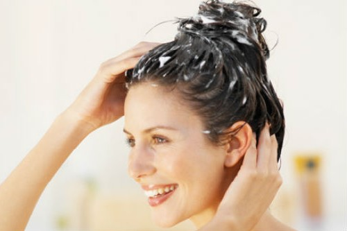 adding baking soda to shampoo