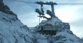 Camiones transportados por cable a lugares inaccesibles